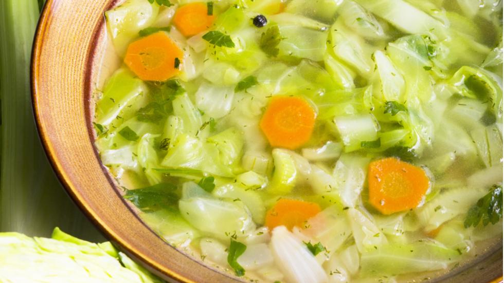 REȚETA SUPREMĂ DE SLĂBIT: celebra dietă cu supă de varză